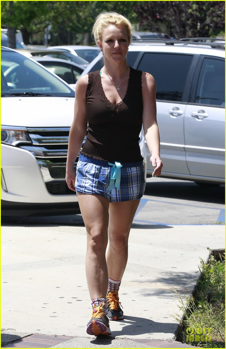 britney spears workout monday mama 122860834