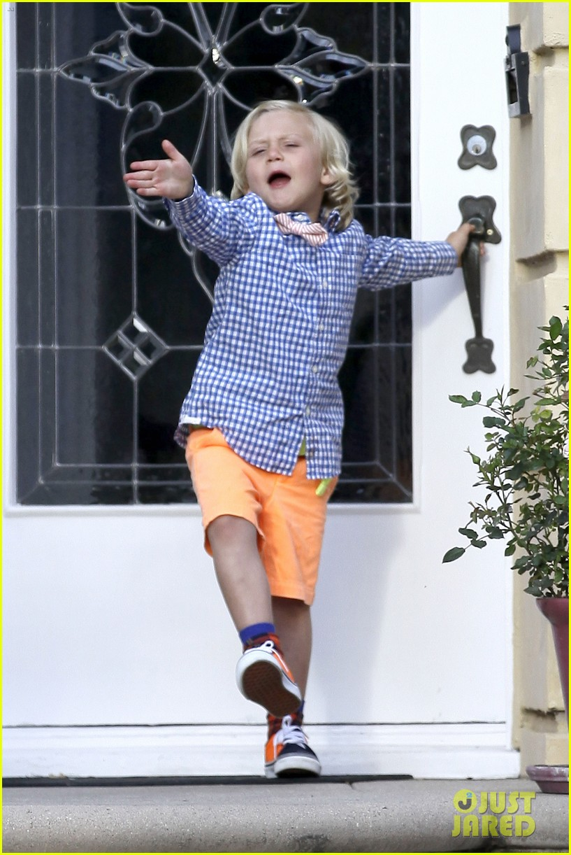 gwen stefani gavin rossdale easter sunday fun with the kids 02