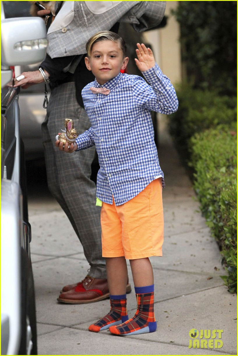 gwen stefani gavin rossdale easter sunday fun with the kids 03