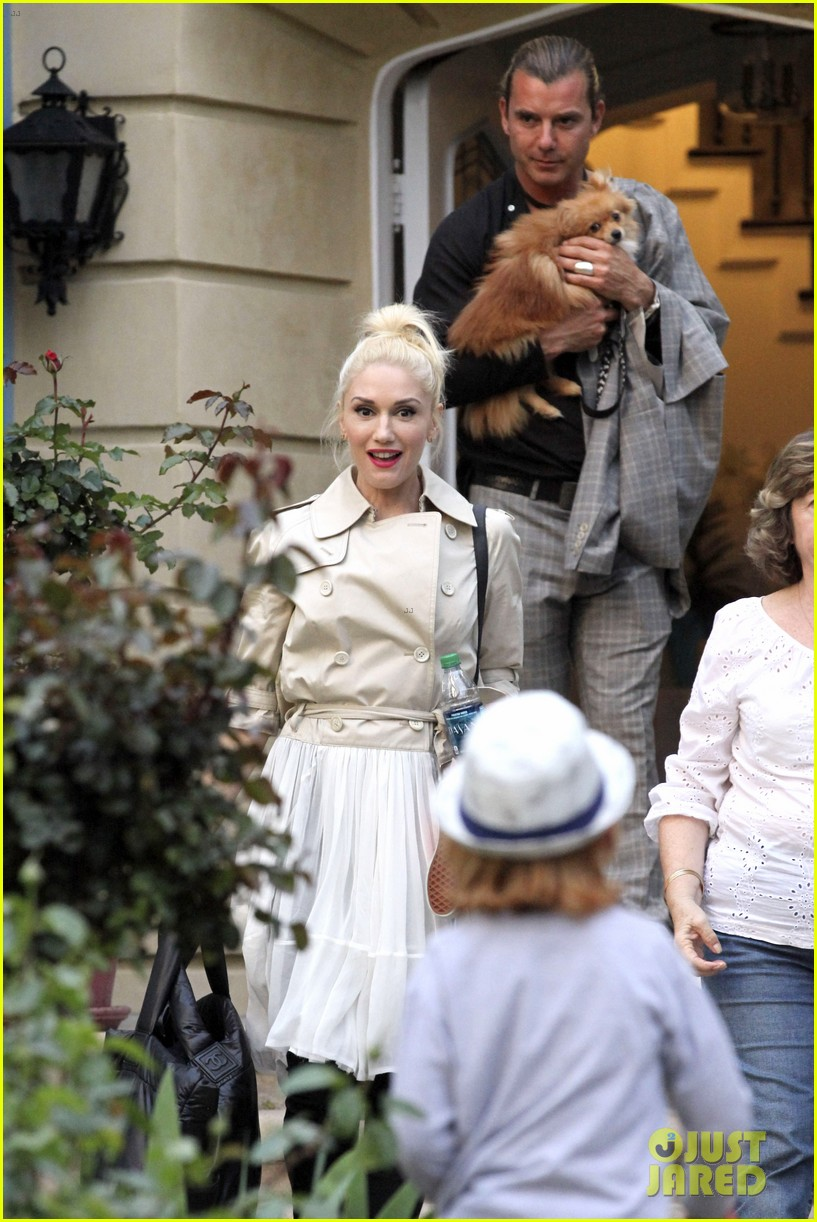 gwen stefani gavin rossdale easter sunday fun with the kids 042841401