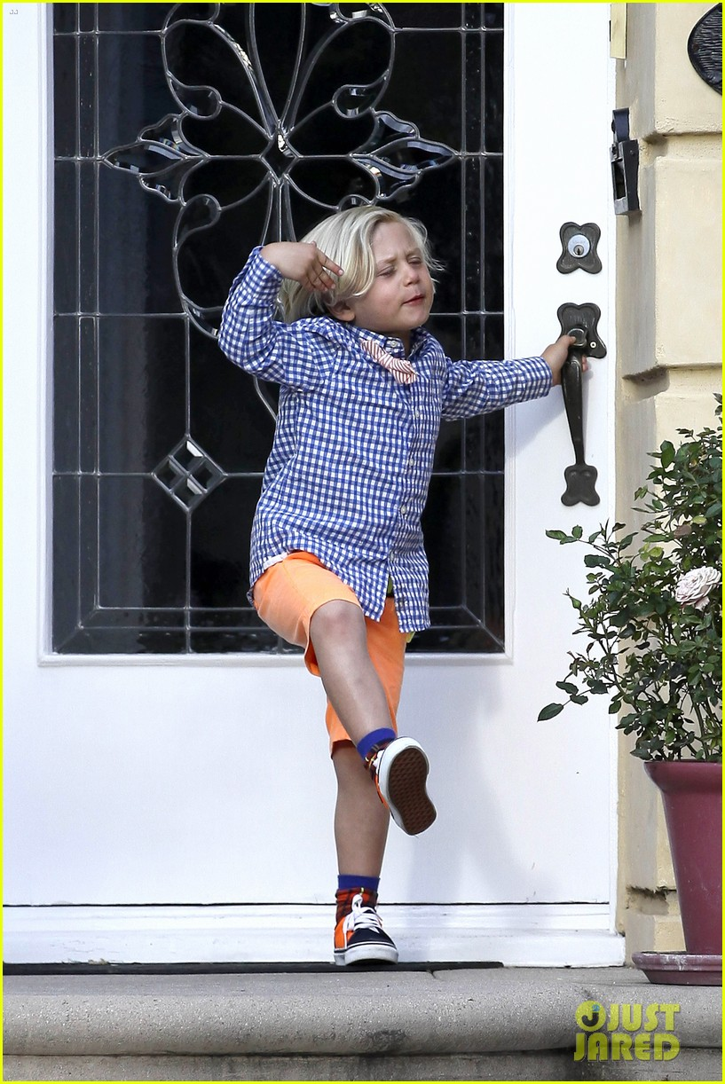 gwen stefani gavin rossdale easter sunday fun with the kids 07
