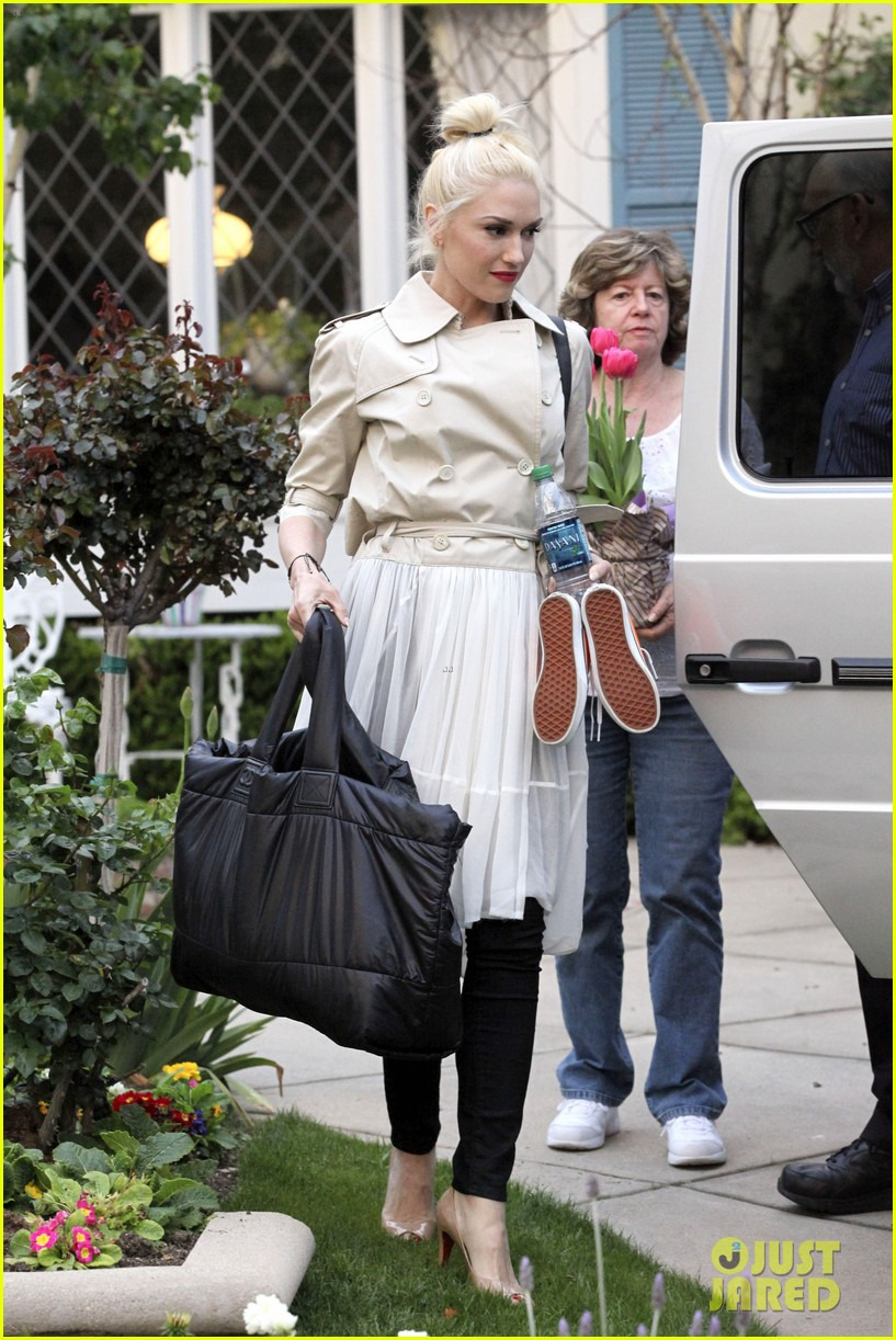 gwen stefani gavin rossdale easter sunday fun with the kids 092841406