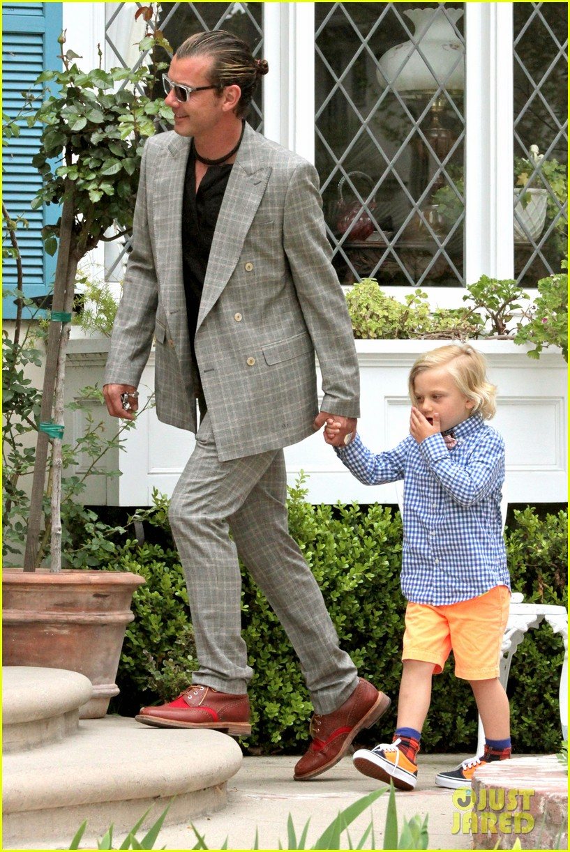 gwen stefani gavin rossdale easter sunday fun with the kids 142841411