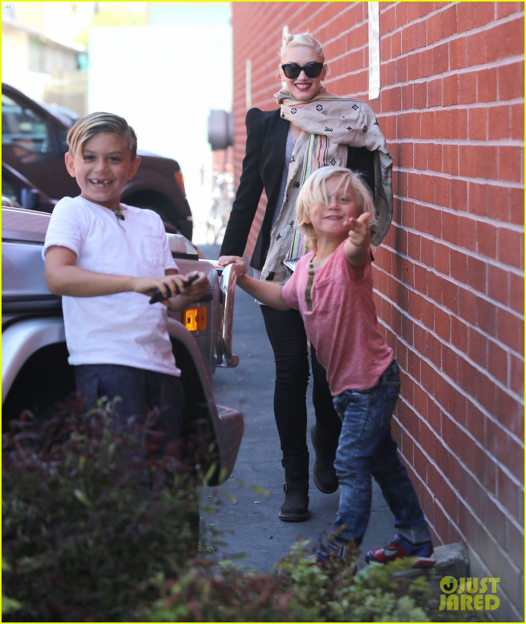 gwen stefani gavin rossdale family day at the park 012843633