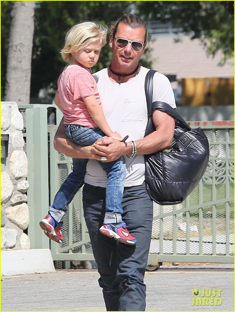 gwen stefani gavin rossdale family day at the park 022843634