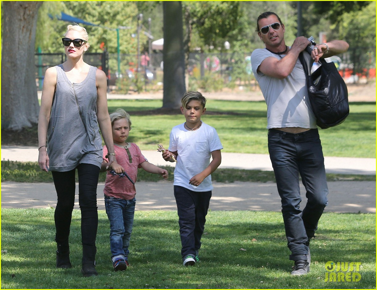 gwen stefani gavin rossdale family day at the park 03