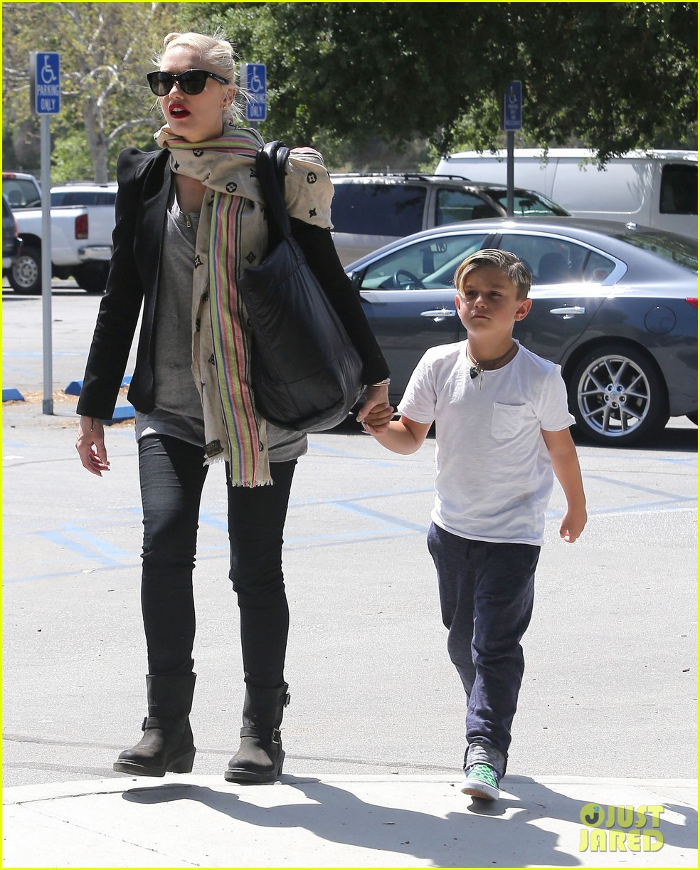 gwen stefani gavin rossdale family day at the park 052843637