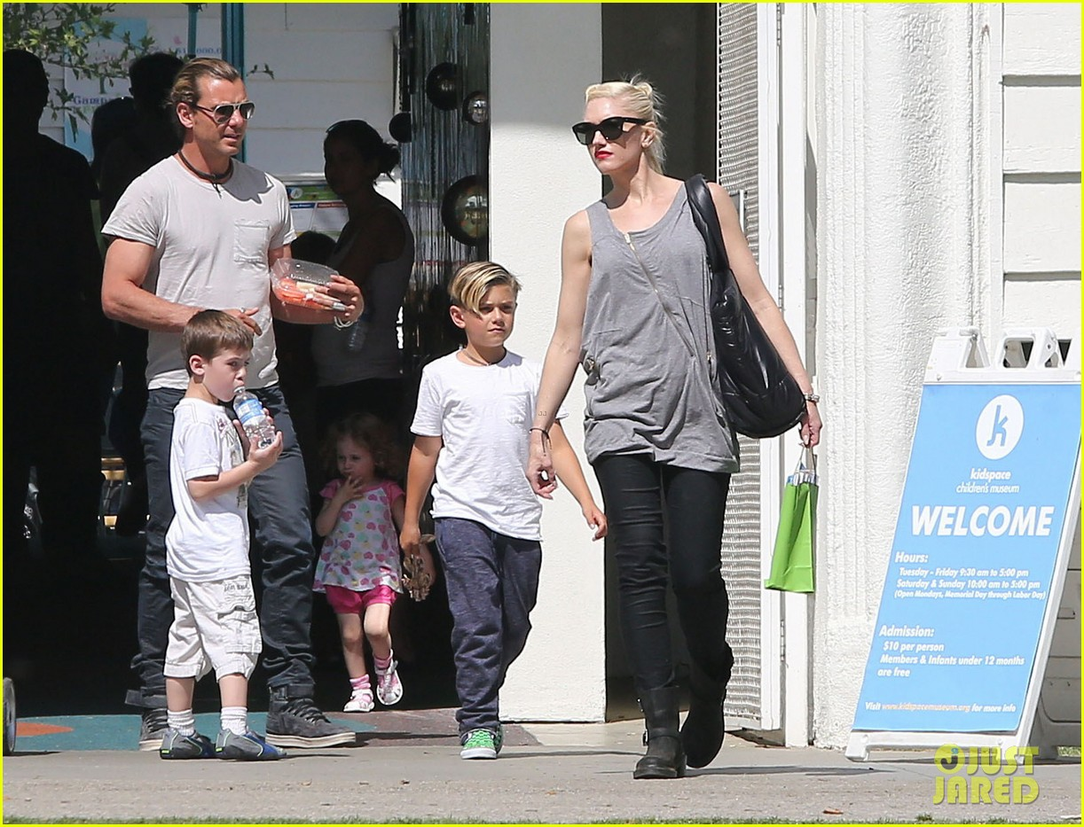 gwen stefani gavin rossdale family day at the park 112843643