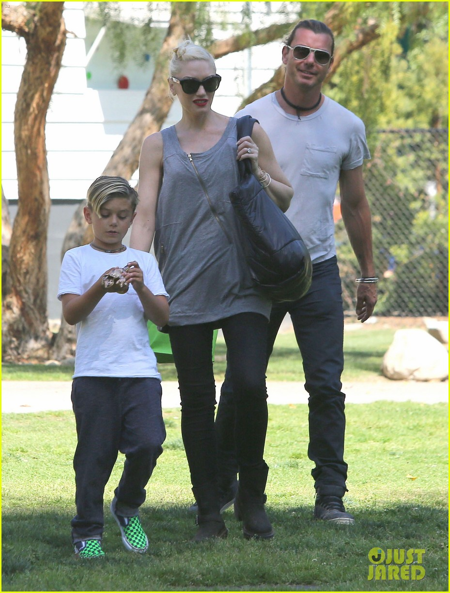 gwen stefani gavin rossdale family day at the park 122843644