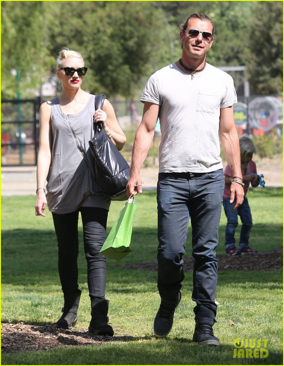 gwen stefani gavin rossdale family day at the park 132843645