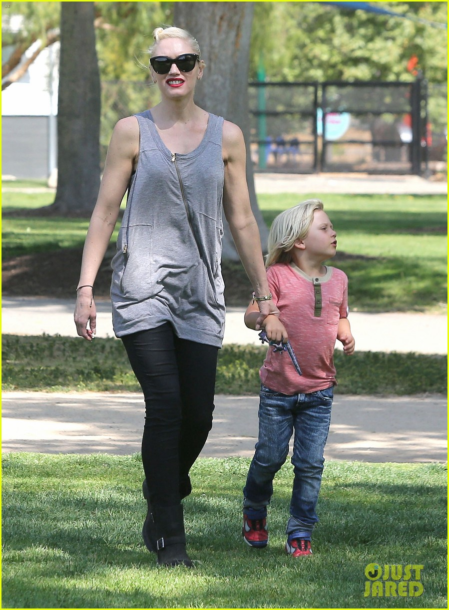 gwen stefani gavin rossdale family day at the park 142843646