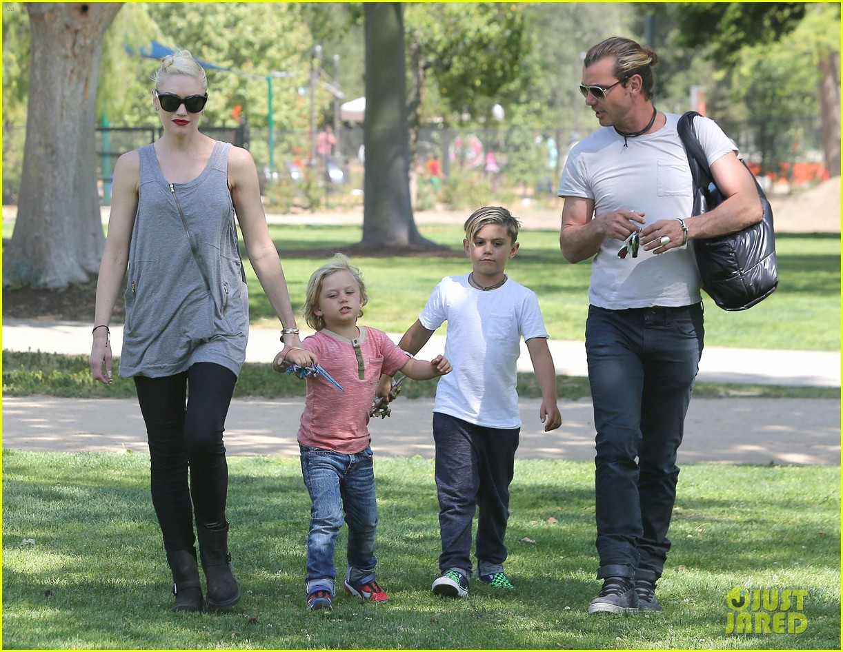 gwen stefani gavin rossdale family day at the park 152843647