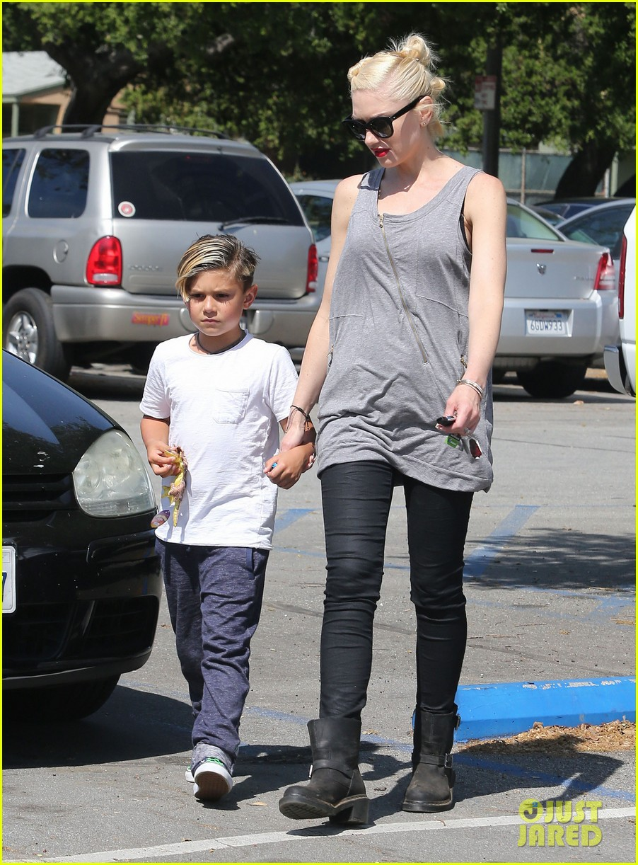 gwen stefani gavin rossdale family day at the park 192843651