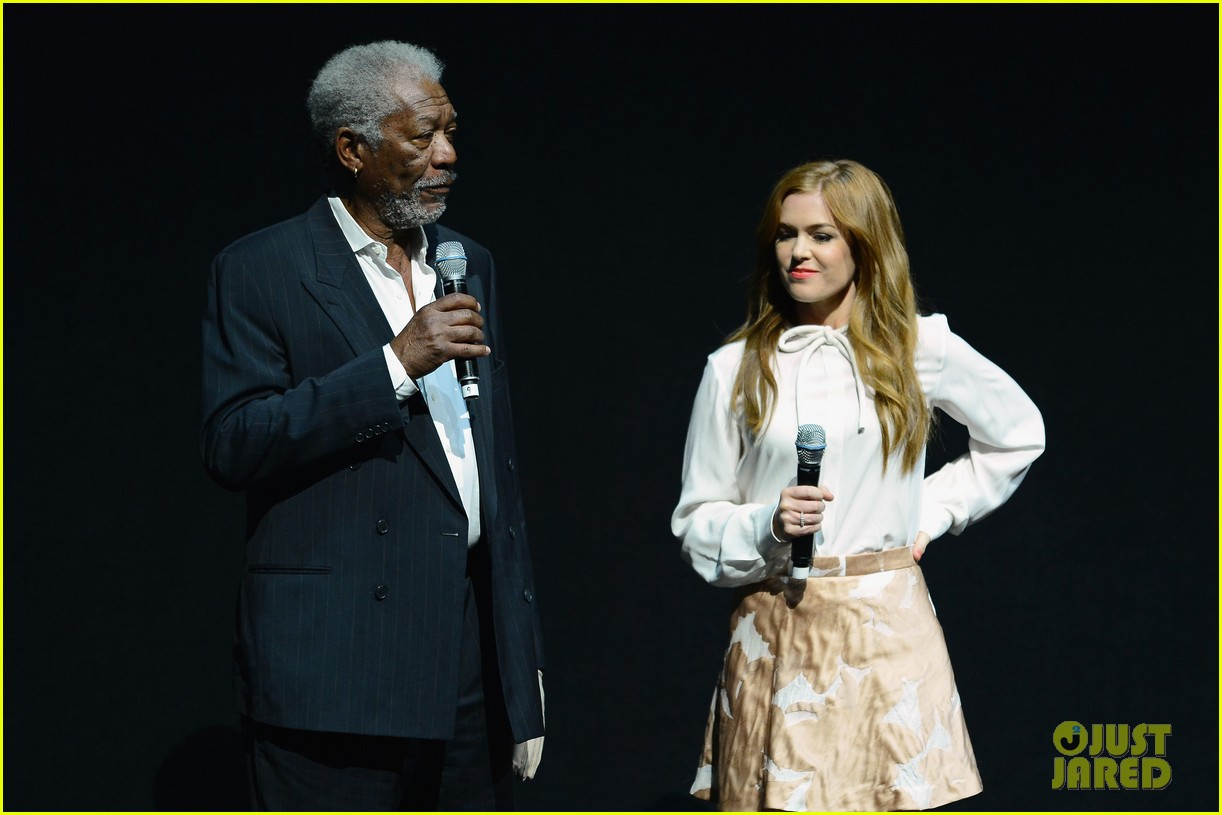 hailee steinfeld isla fisher cinemacon cuties 082853204