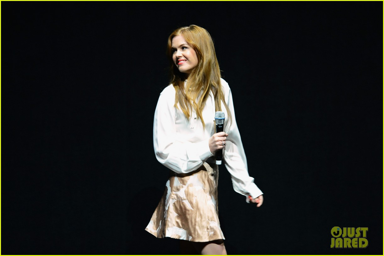 hailee steinfeld isla fisher cinemacon cuties 092853205