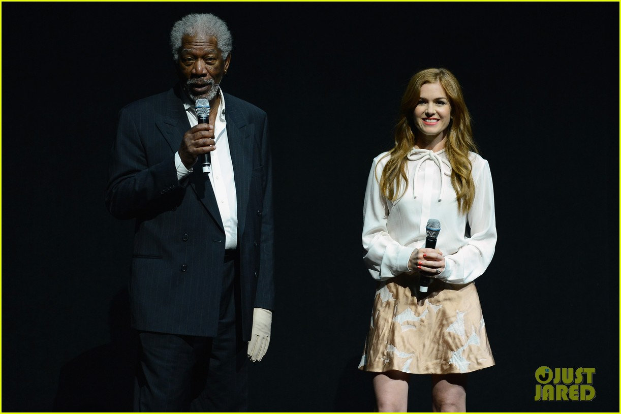 hailee steinfeld isla fisher cinemacon cuties 102853206