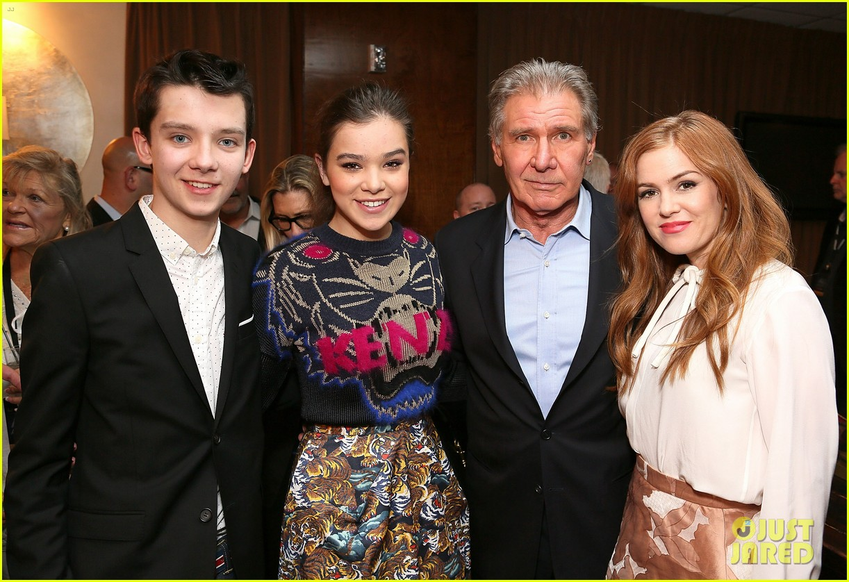 hailee steinfeld isla fisher cinemacon cuties 352853231