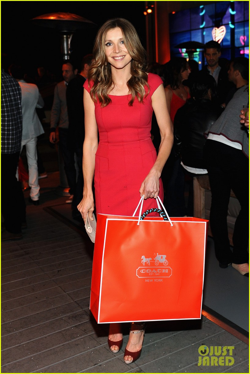 hailee steinfeld jennifer morrison coachs night of shopping 012847587
