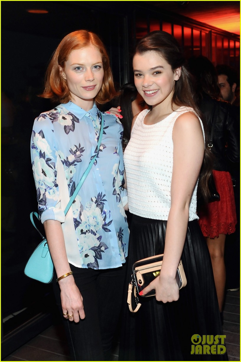 hailee steinfeld jennifer morrison coachs night of shopping 05