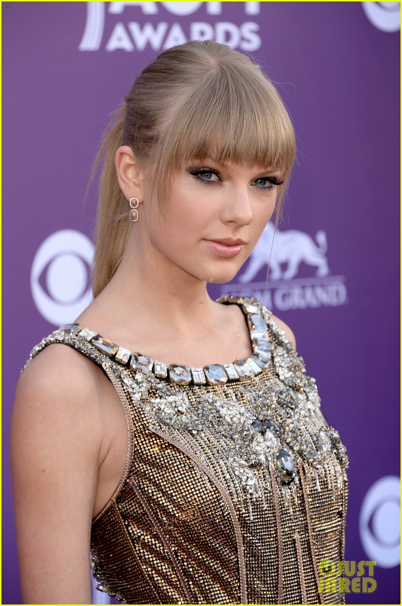 Taylor Swift Acm Awards 2013 Red Carpet Photo 2845174 2013 Acm Awards Taylor Swift Pictures Just Jared