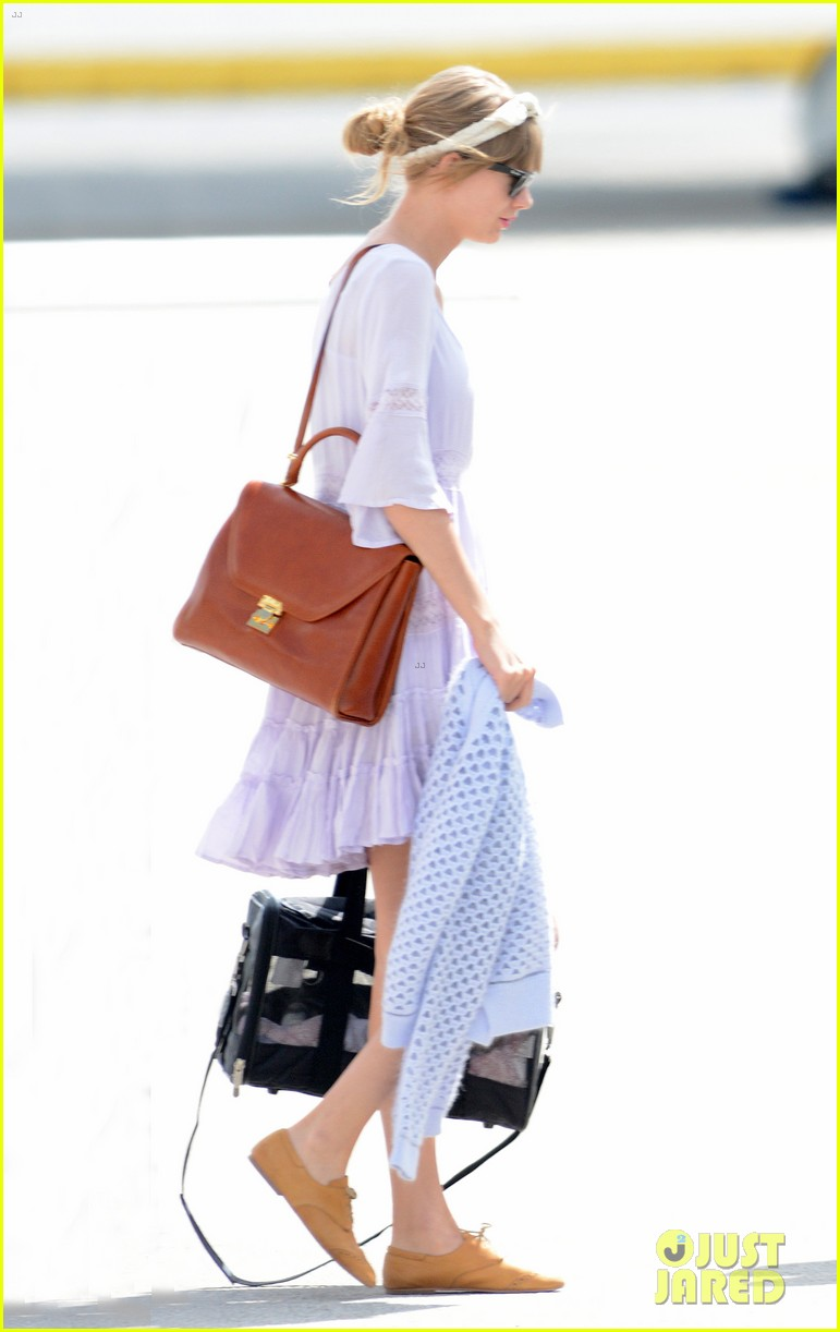 taylor swift miami arrival for red tour 012847119