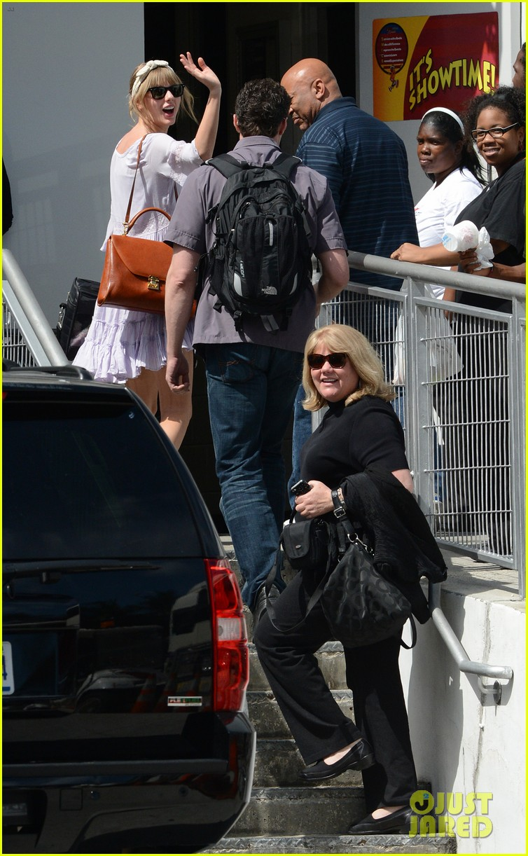 taylor swift miami arrival for red tour 032847121