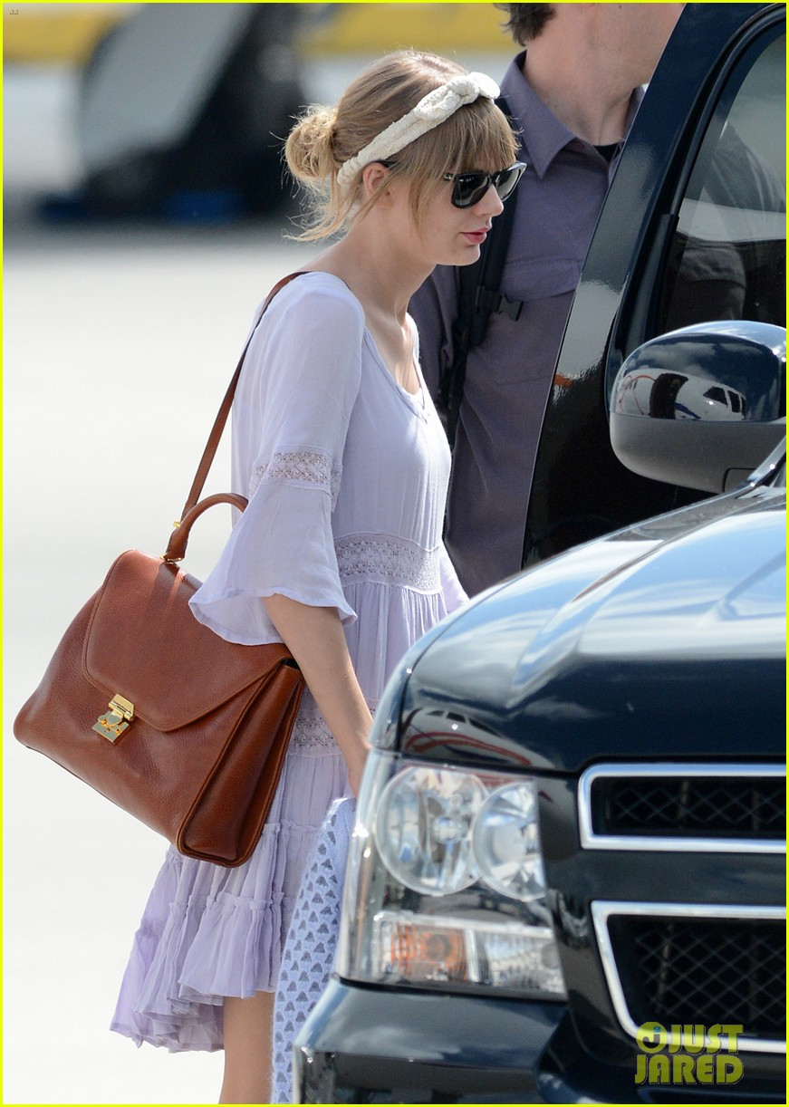 taylor swift miami arrival for red tour 04