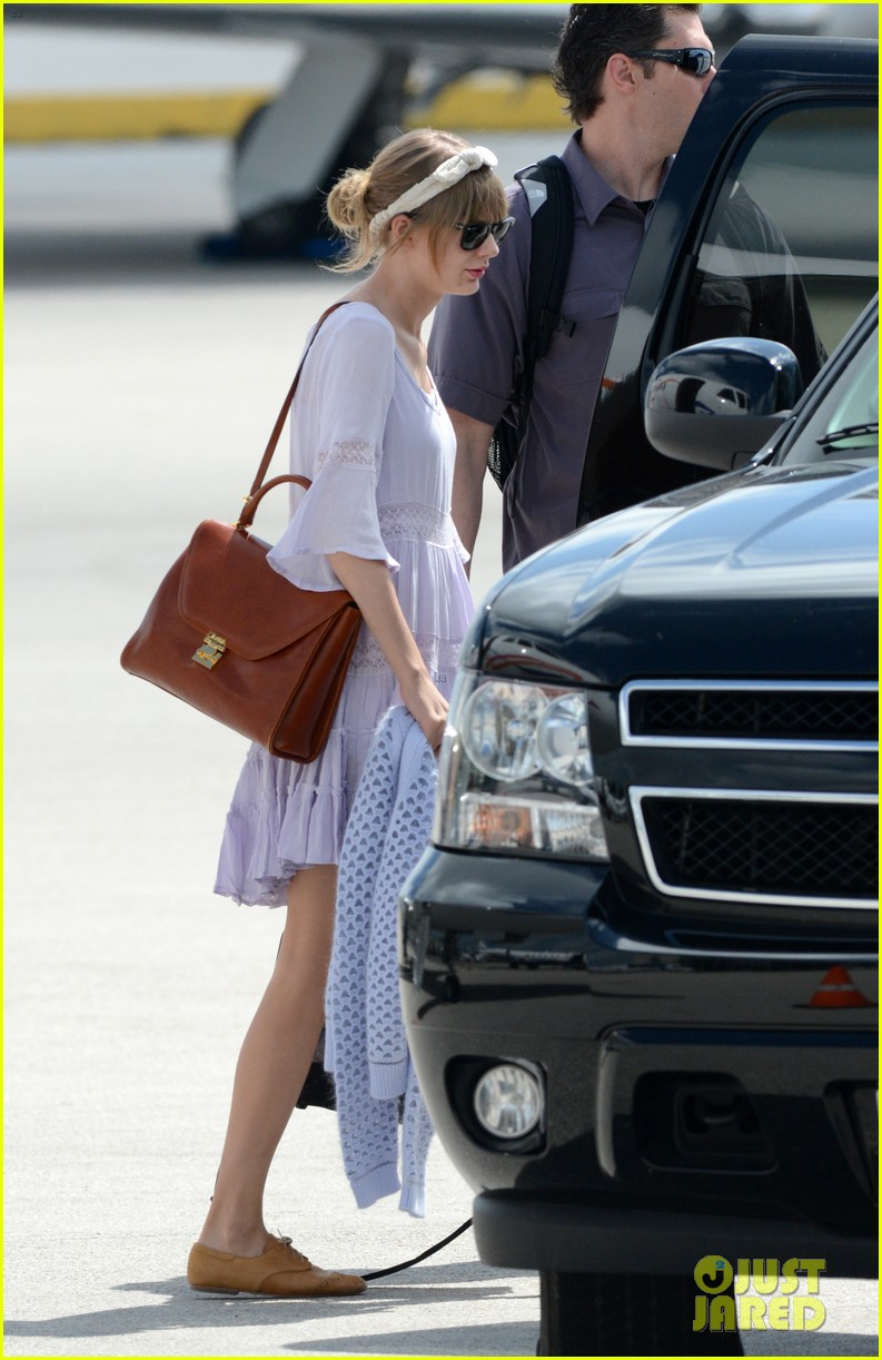 taylor swift miami arrival for red tour 082847126