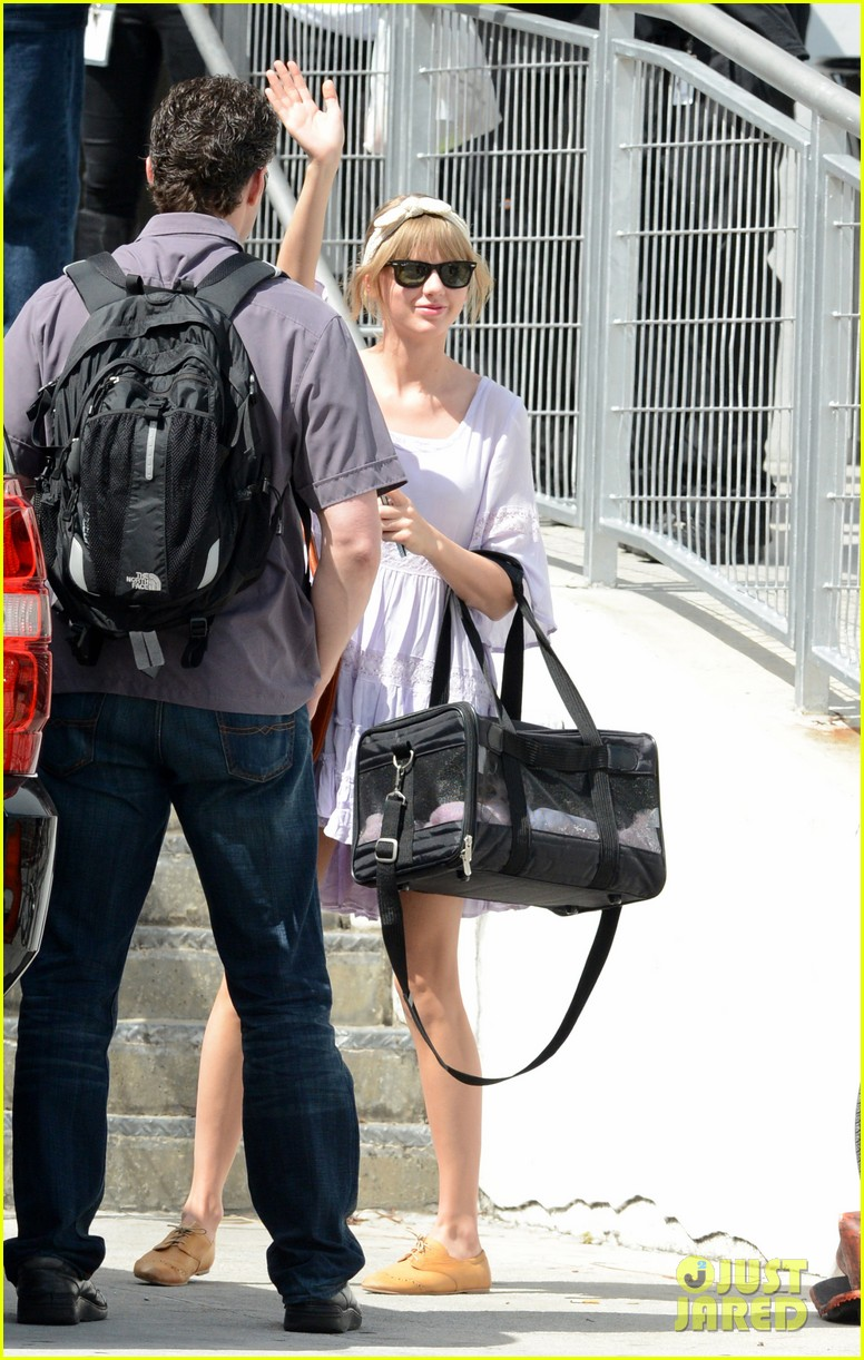 taylor swift miami arrival for red tour 092847127