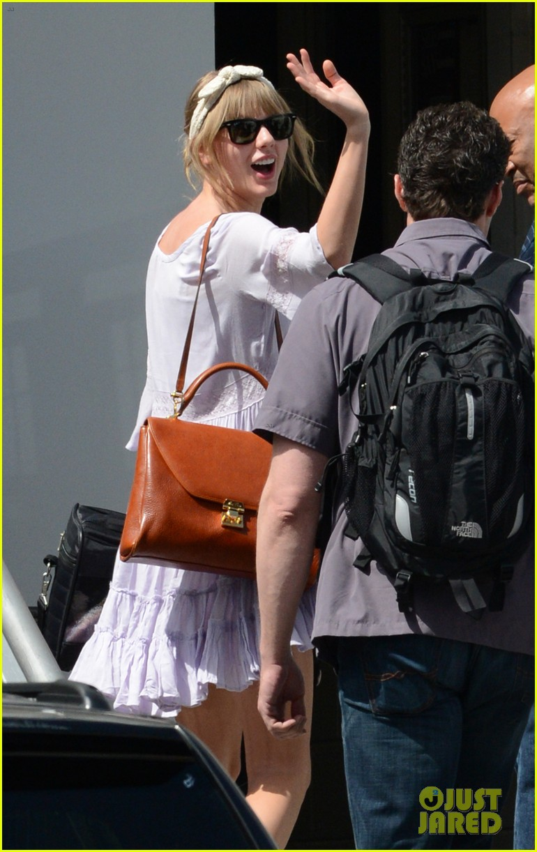 taylor swift miami arrival for red tour 19