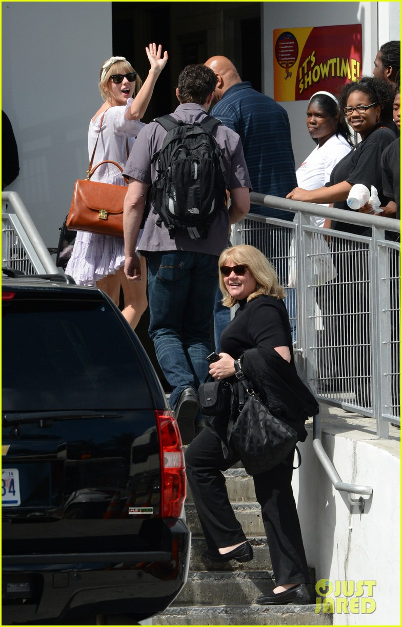 taylor swift miami arrival for red tour 202847138