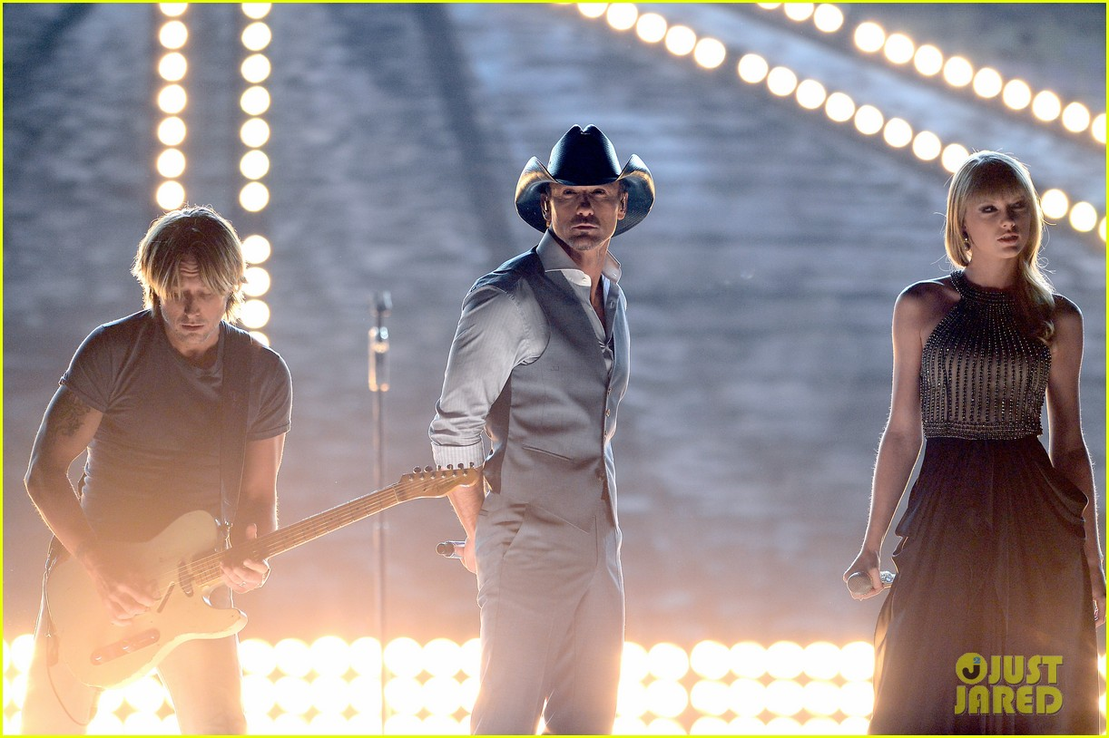 taylor swift tim mcgraw keith urban acm performance 2013 022845253