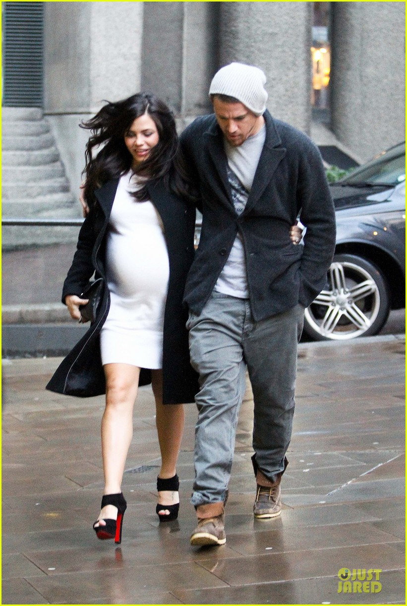 channing tatum pregnant jenna dewan white baby bump for dinner 07