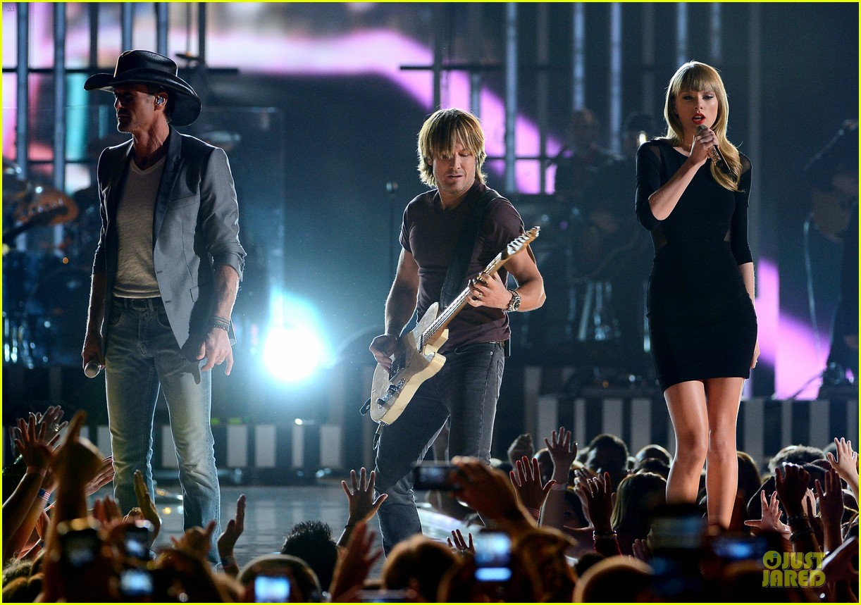 taylor swift tim mcgraw superstar summer night performer 052845976