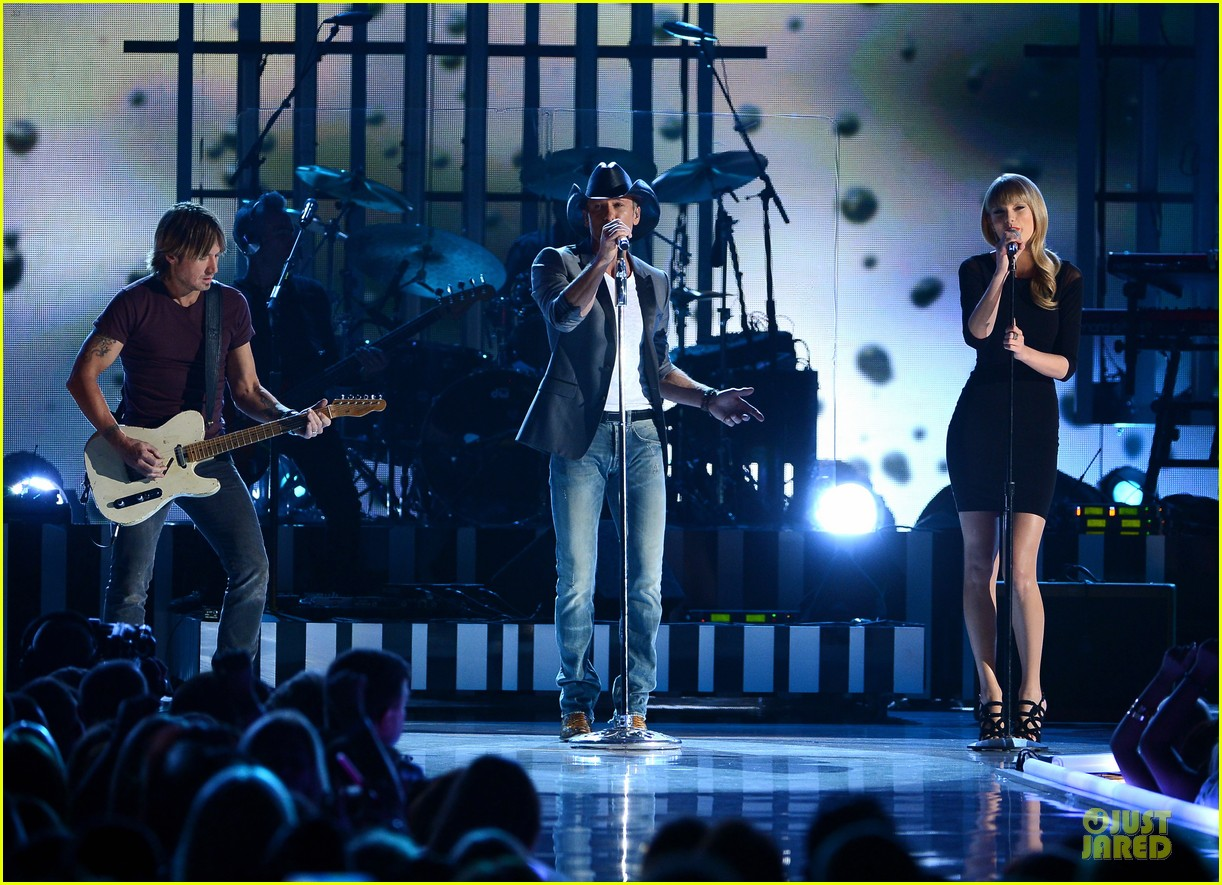 taylor swift tim mcgraw superstar summer night performer 142845985