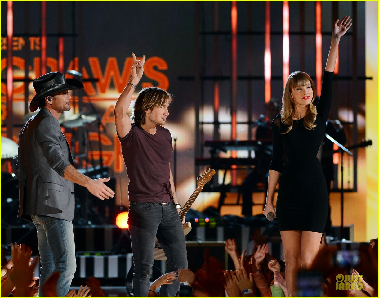 taylor swift tim mcgraw superstar summer night performer 152845986