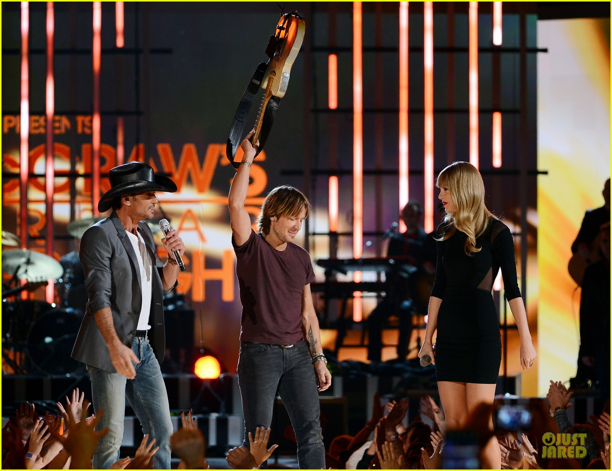taylor swift tim mcgraw superstar summer night performer 162845987