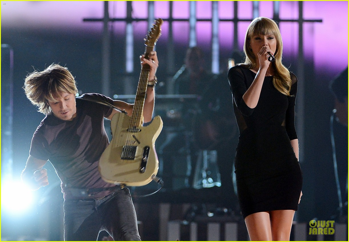taylor swift tim mcgraw superstar summer night performer 192845990