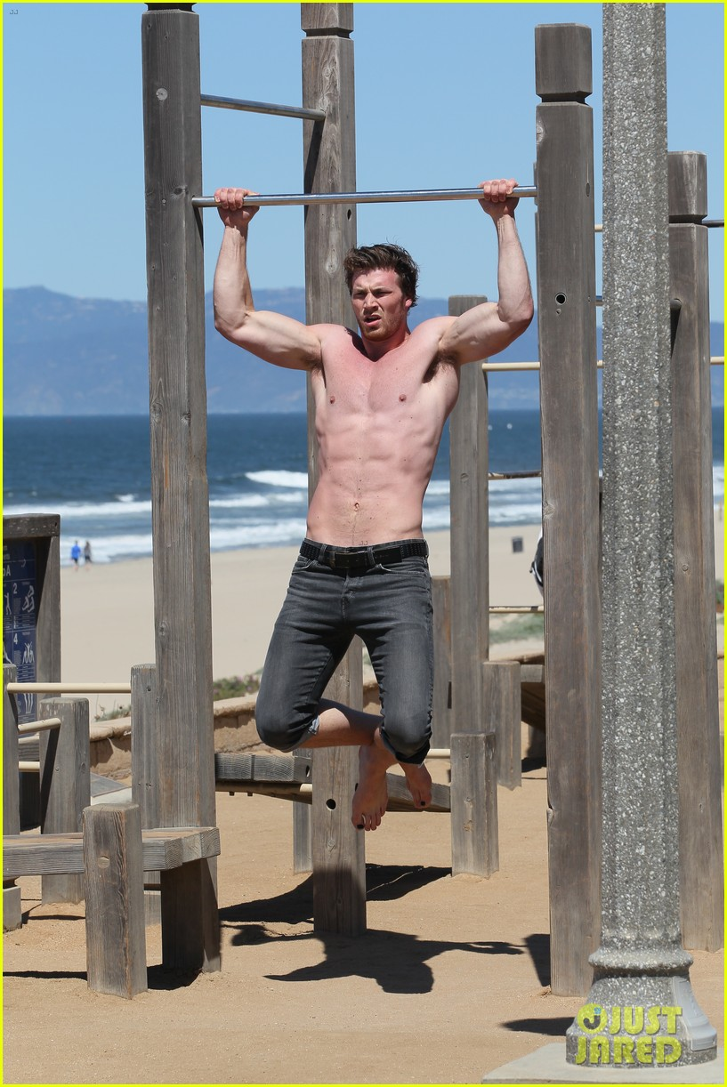 derek theler shirtless beach stud 022857353