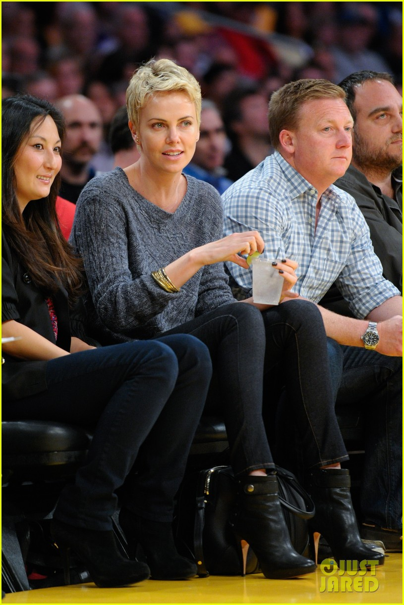 charlize theron lakers gal 012850436
