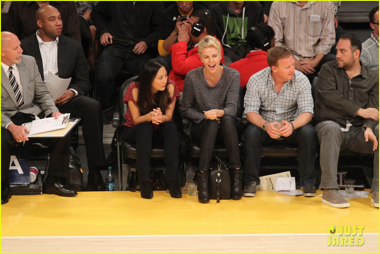 charlize theron lakers gal 032850438