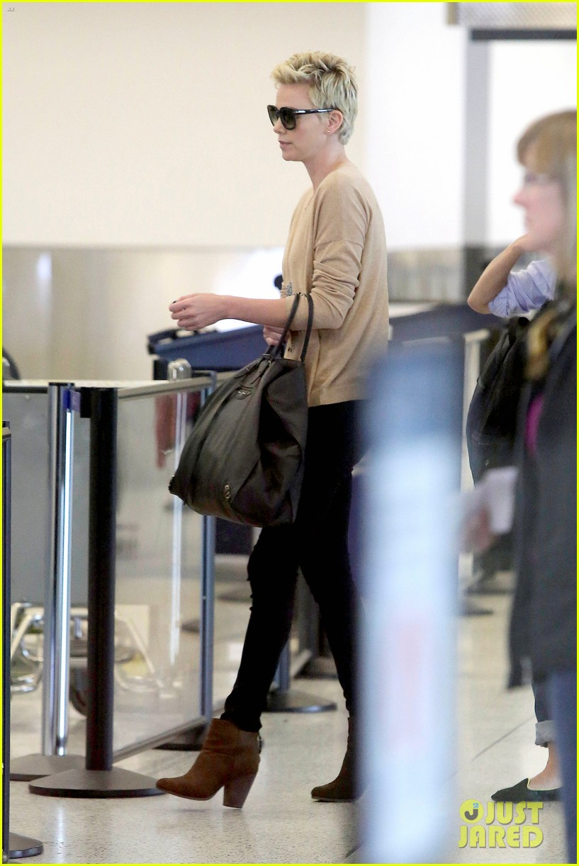 charlize theron zebra sweater at the airport 112852154