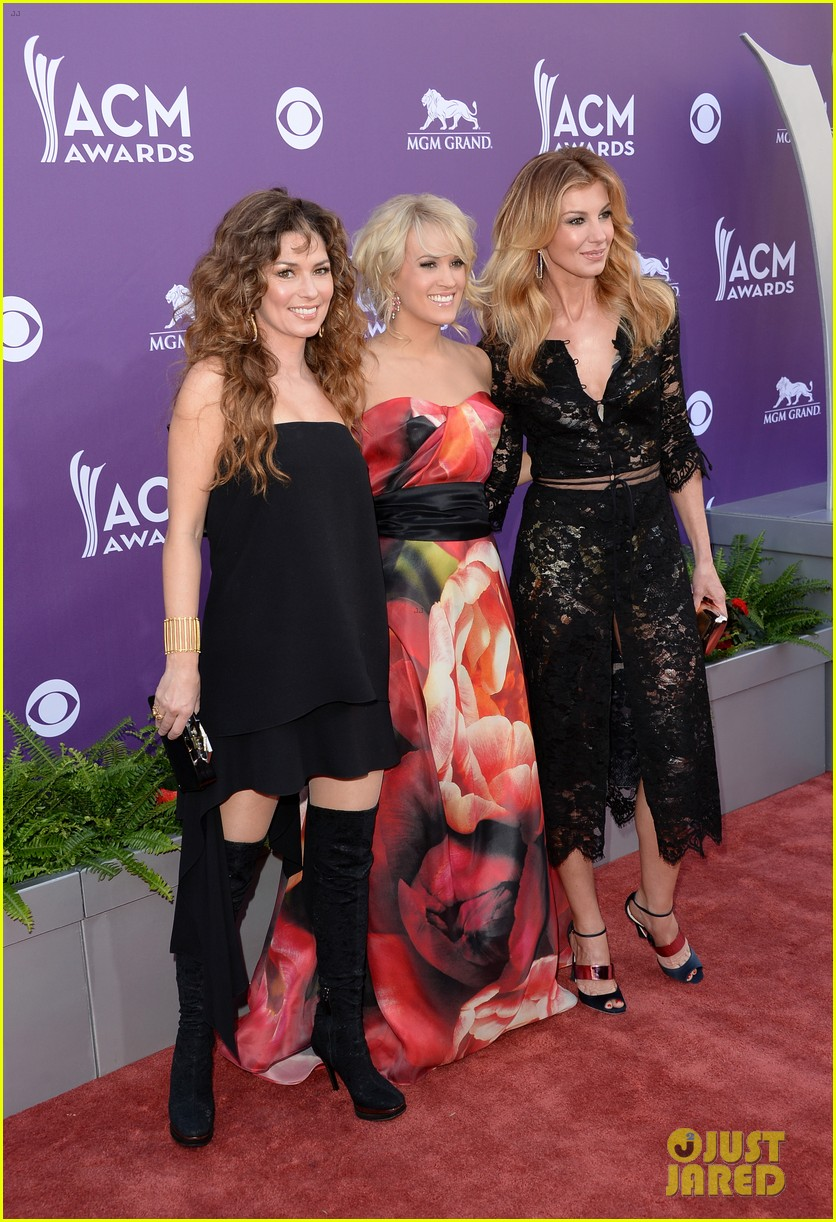 carrie underwood acm awards 2013 red carpet 05