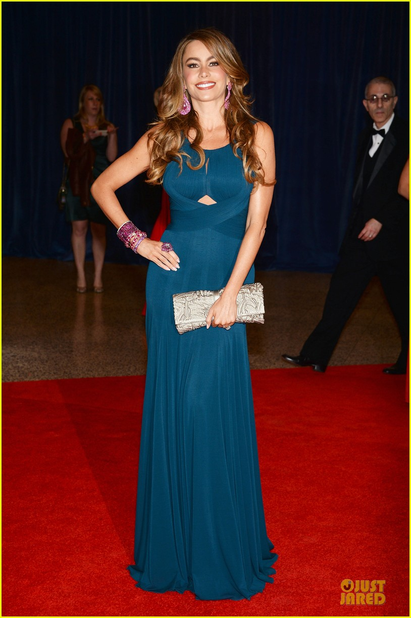 sofia vergara ty burrell white house correspondents dinner 2013 red carpet 03