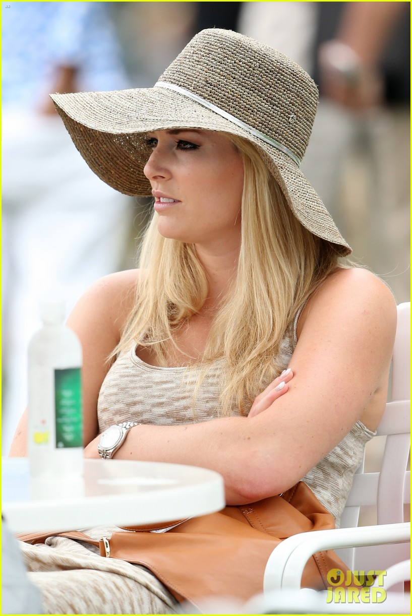 lindsey vonn cheers on tiger woods at masters tournament 06