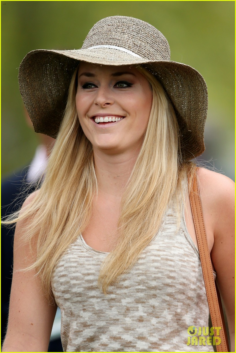 lindsey vonn cheers on tiger woods at masters tournament 12