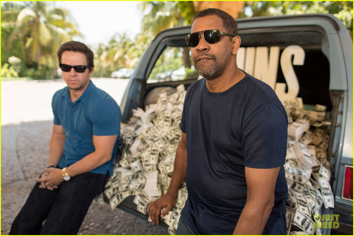 mark wahlberg denzel washington 2 guns mexican photo call 042854248