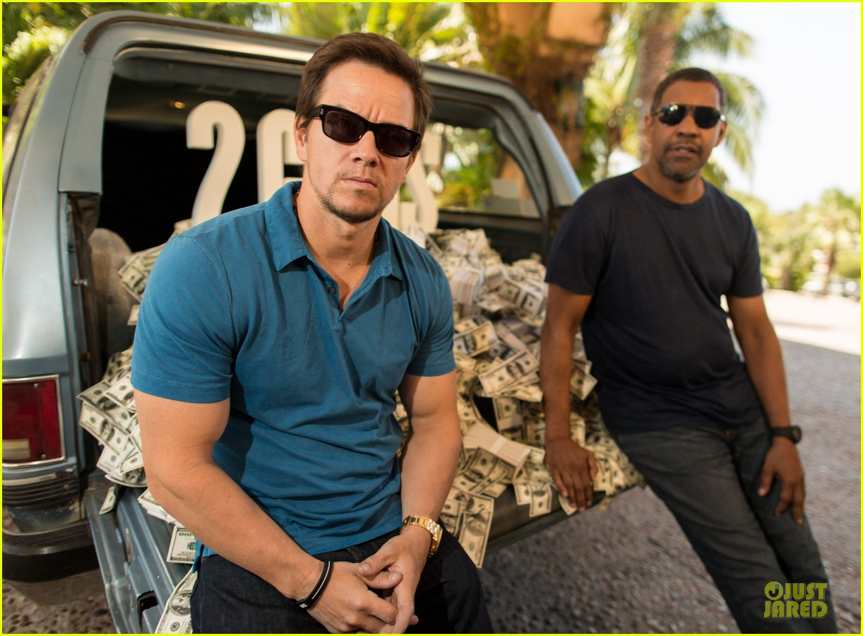 mark wahlberg denzel washington 2 guns mexican photo call 072854251
