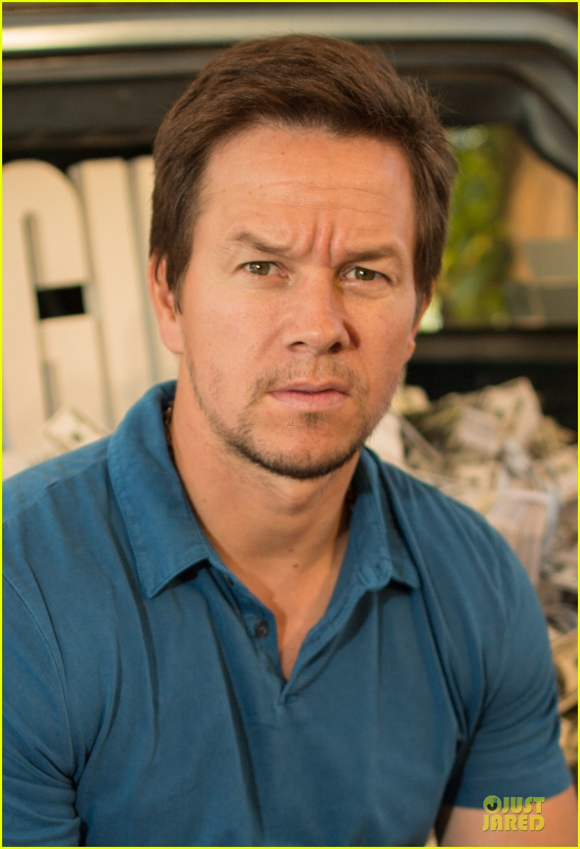 mark wahlberg denzel washington 2 guns mexican photo call 212854265