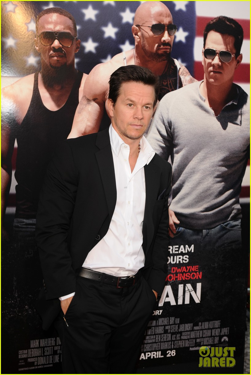 mark wahlberg dwayne johnson pain gain premiere 162848100